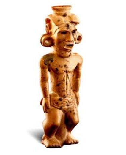 La pipa Adena. Su cabeza y su torso son grandes en comparación con sus piernas, sugiriendo para algunos que representa a un enano (Foto cortesía de la Ohio Historical Society)