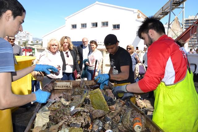 Además de por tan insólito hallazgo, la jornada de limpieza resultó un éxito, llegando a extraerse 1.540 kilos de basura de los fondos marinos mediterráneos de la costa de Calpe. (Fotografía: La Marina Plaza)