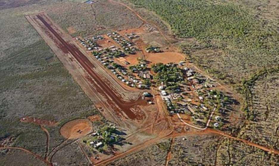 La lengua, conocida ahora como Warlpiri Light, es hablada en Lajamanu, una diminuta comunidad del desierto australiano situada a mitad de camino entre Darwin y Alice Springs, al borde del desierto de Tanami (Google Maps)