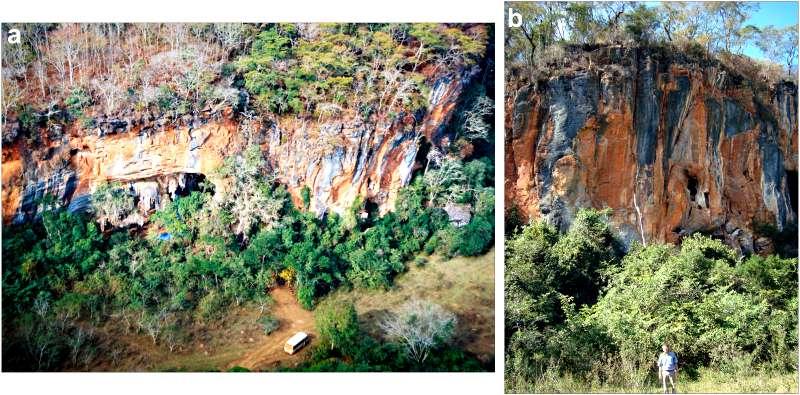 El macizo de Lapa do Santo, al este de Brasil, lugar en el que se descubrió el cráneo en el 2007 junto con los restos de otros 27 individuos. (Fotografías: PLOS ONE)