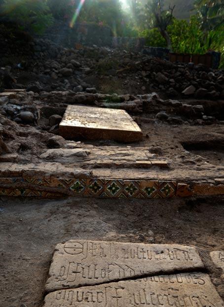 Algunas de las tumbas de este cementerio son de traficantes de esclavos. (Foto: Universidad de Cambridge)