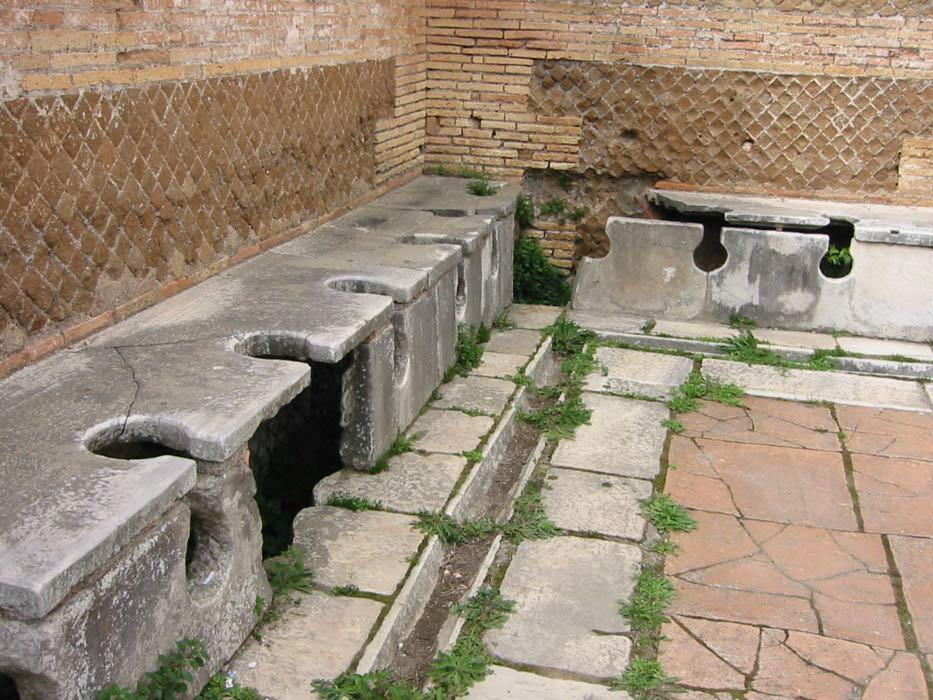 Antiguas letrinas públicas romanas, Ostia Antica. (Public Domain)