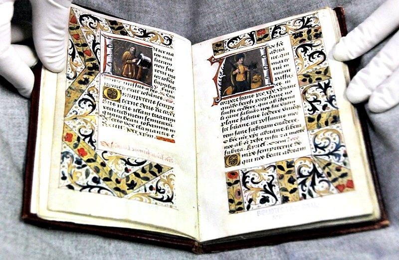 Libro de horas (origen parisino – año 1450). (Fotografía: La Gran Época/Fernando Velázquez (UNAM))
