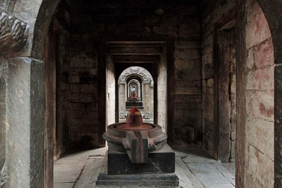 Lingam de un antiguo templo de la India. (Anton/Adobe)
