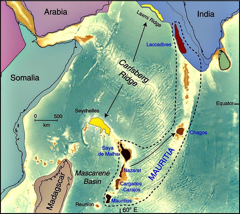 Localización de posibles fragmentos continentales en el Océano Índico. Entre ellos estarían Mauritia (de color castaño en el mapa), y la dorsal de Laxmi junto con las Seychelles (en amarillo). (Mapa: Lewis D. Ashwal, Michael Wiedenbeck y Trond H. Torsvik/Nature Communications)