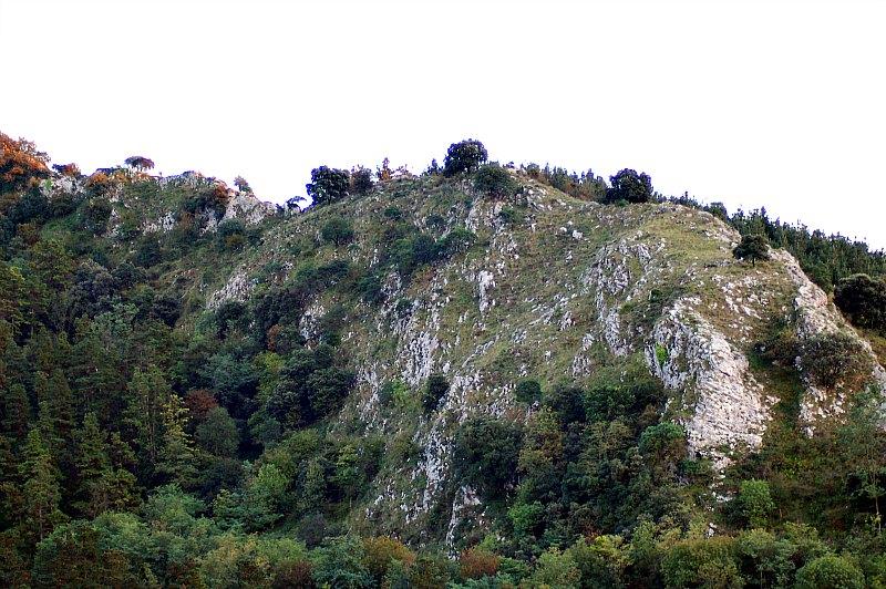 Peña de Arlanpe. El macizo en el que se encuentra situada la cueva en la que se ha llevado a cabo el descubrimiento. (Joseba Rios Garaizar/CC BY-SA 3.0)