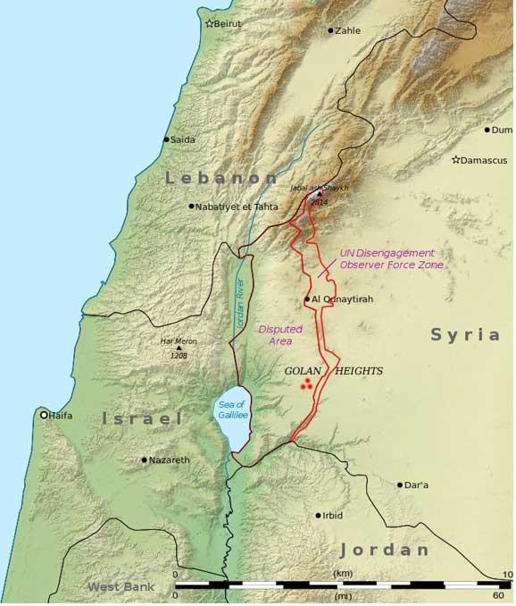 """Los tres puntos rojos marcan la ubicación de Rujm el-Hiri, """"el montón de piedras del gato salvaje"""". (CC BY-SA 3.0)"""