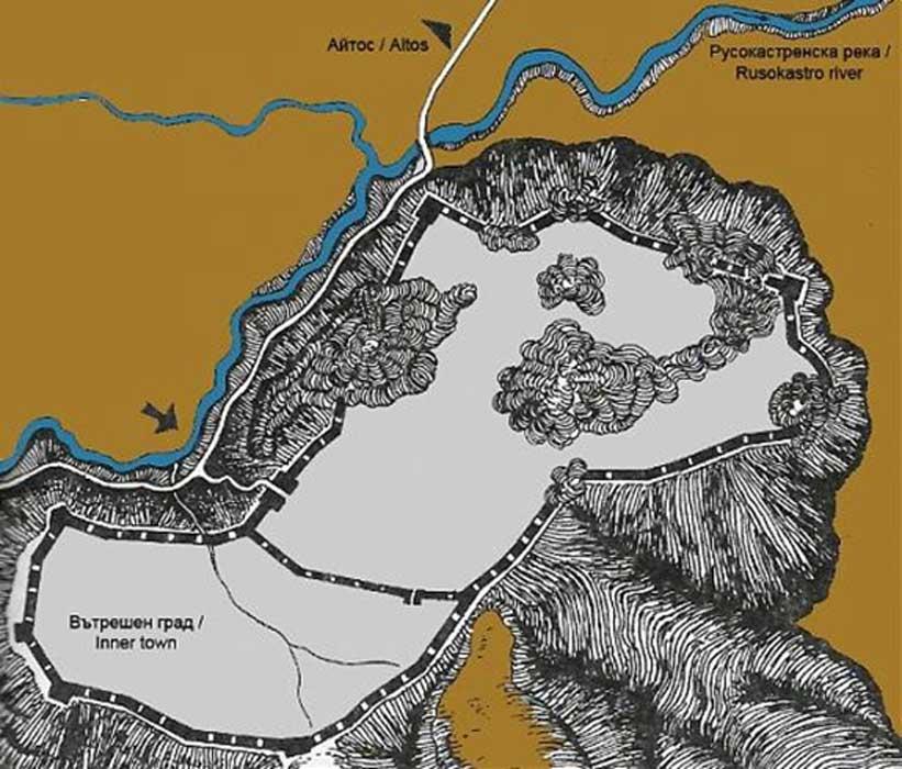 Mapa de la fortaleza búlgara de Rusokastro, construida en lo alto de una colina (Wikimapia)