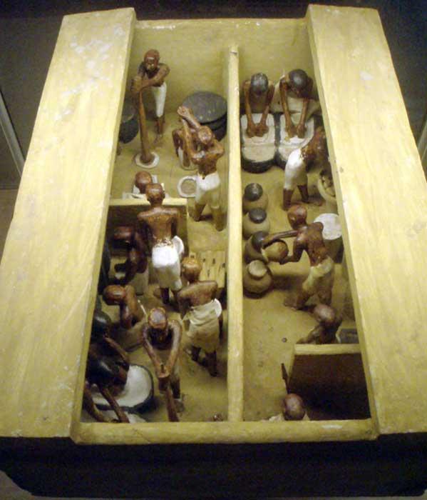 Antigua maqueta funeraria egipcia de una panadería y cervecería. (CC BY-SA 2.5)