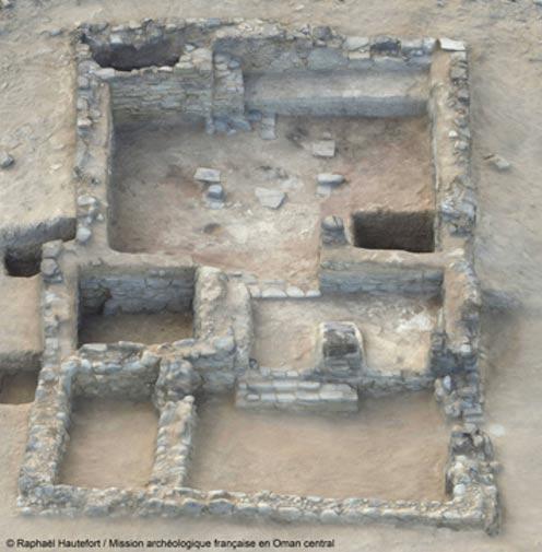 Maqueta tridimensional del edificio principal de Mudhmar East, Omán (la habitación en la que se encontraron las armas en miniatura es la del centro a la izquierda). Fotografía: © Guillaume Gernez / Mission archéologique française en Oman central.