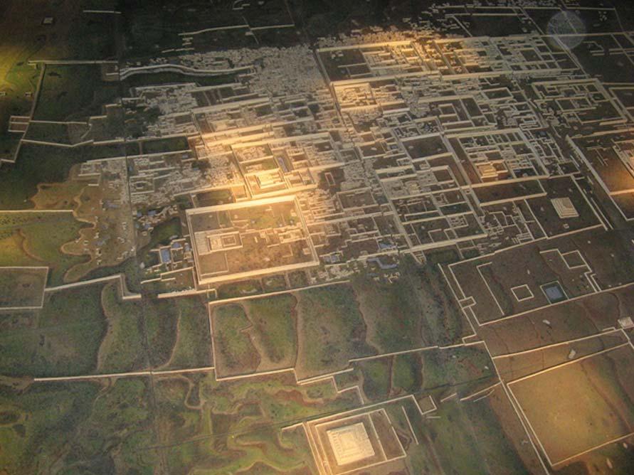 Esta maqueta de una vista aérea de la ciudad de Chan Chan demuestra lo grandioso que era el asentamiento en su época de máximo apogeo (Dominio público)