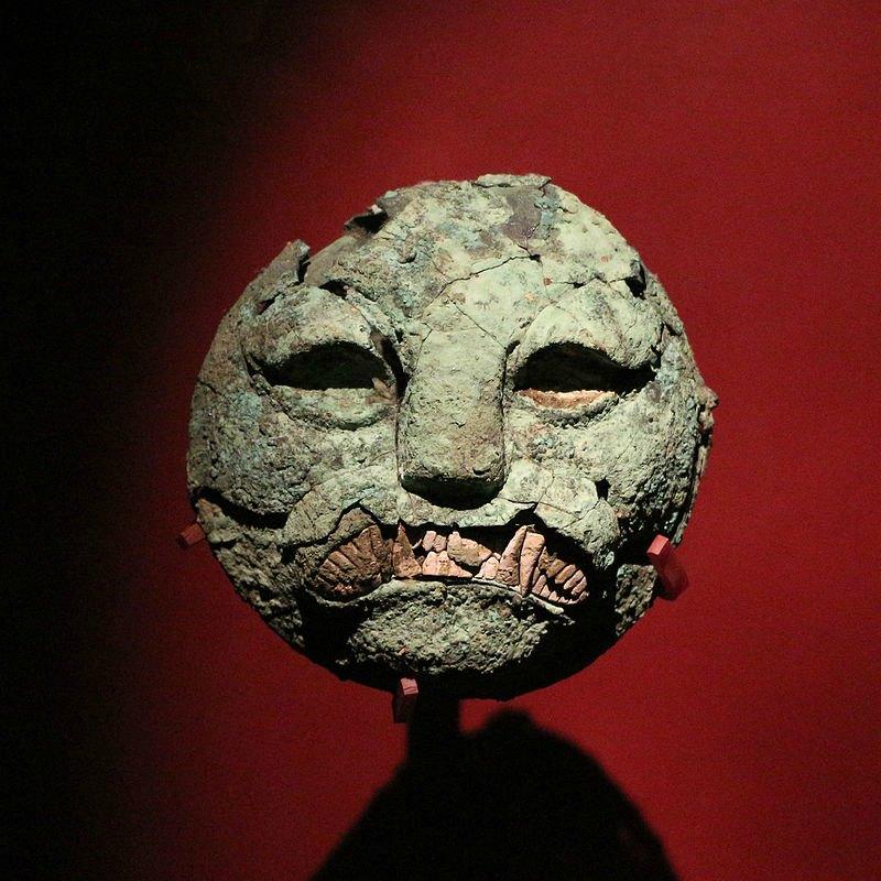 Máscara funeraria del Museo de Huaca Rajada de Sipán, Perú. (Public Domain)