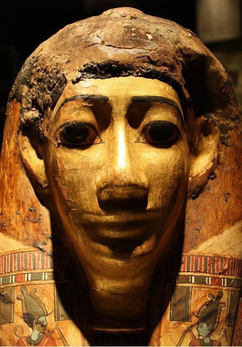 Ejemplo de máscara funeraria de una momia realizada con capas superpuestas de lino y papiro. Crédito: BigStockPhoto