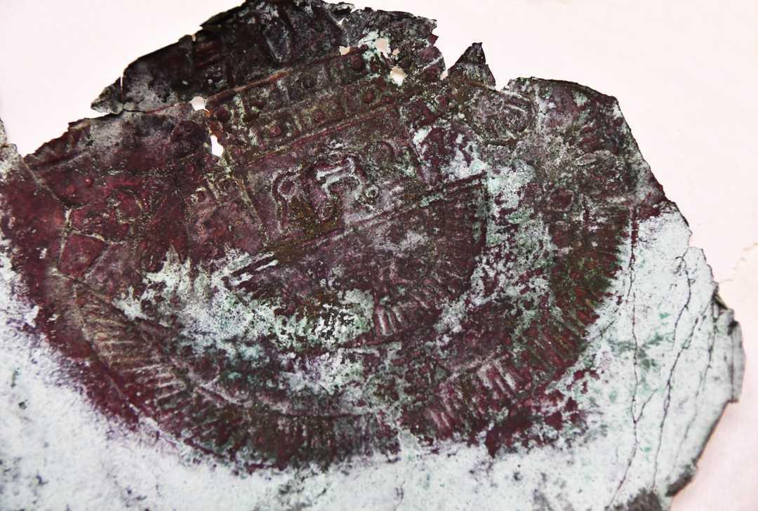 Con un diámetro de unos 25 centímetros, la reliquia de metal presenta intrincados diseños artísticos. Malcolm Denemark/FLORIDA TODAY