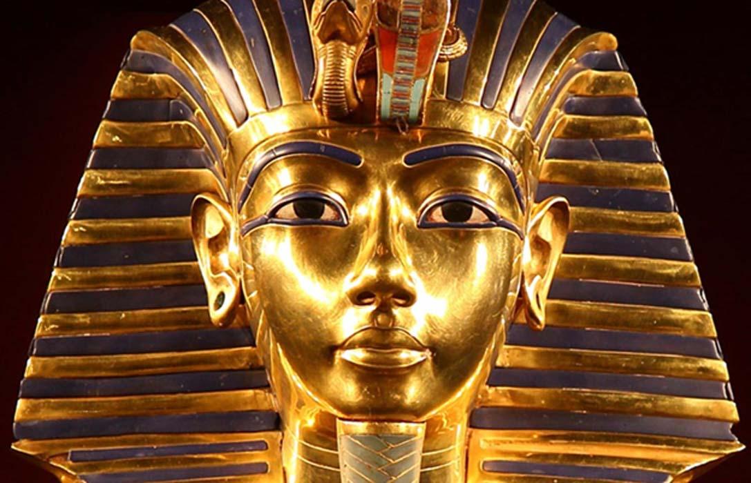 Detalle de la emblemática máscara de oro del faraón Tutankamón. (CC BY 2.0)