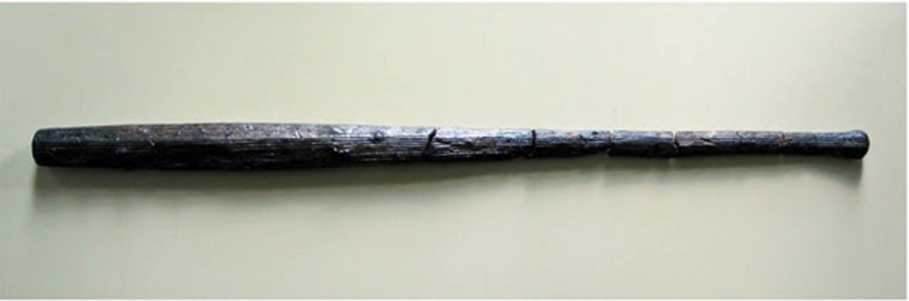 Dos mazas de madera halladas en el yacimiento. (Old European Culture)