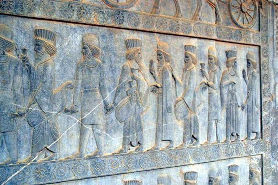 Medos y persas en la escalinata oriental de la Apadana de Persépolis, Irán. (CC BY SA 3.0)