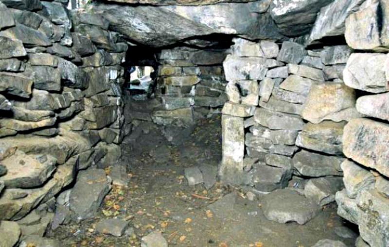 Interior del Megalito Número 1 de isla Vera (Imagen: Código Oculto)