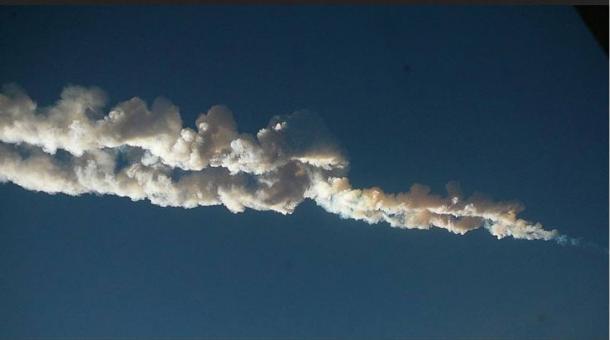 Meteor-trail-over-Chelyabinsk-Russia.jpg