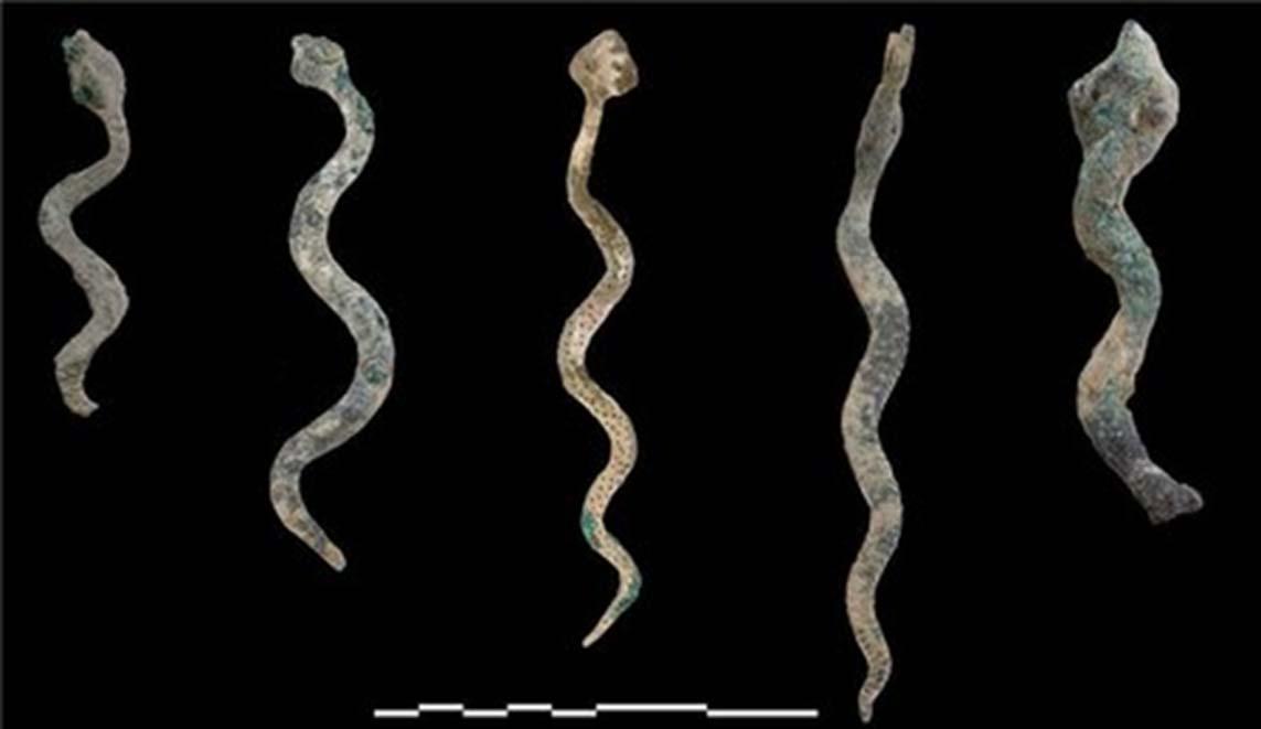 Estos modelos de serpientes de bronce apuntan a prácticas rituales y sociales de la época. (Imagen: Ministerio de Patrimonio y Cultura de Omán)