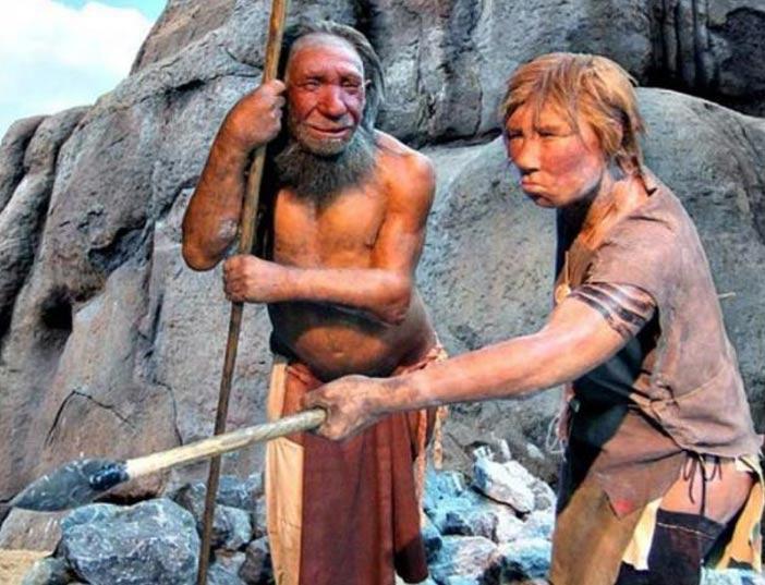 Modelos de un hombre y una mujer Neandertal. Museo del Neandertal, Düsseldorf. (Wikimedia Commons )