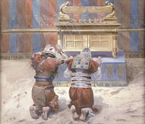 Moisés y Josué se inclinan ante el Arca de la Alianza en el Tabernáculo (1896-1902), aguada de James Tissot. (Public Domain)
