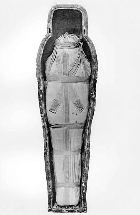 Momia de Isetemkheb D hallada en la tumba DB320. (Public Domain)