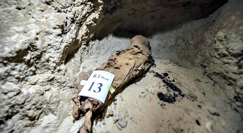 """""""Es la primera necrópolis humana con tantas momias hallada en el centro de Egipto"""", reconocía el ministro de Antigüedades, Jaled al Anani, en el transcurso de la presentación del hallazgo. (Fotografía: El País/ Khaled Desouki /AFP)."""