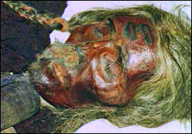 Momia de una mujer que aún conserva sus trenzas doradas. (Fotografía: La Gran Época)