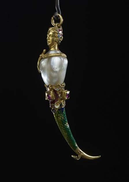 Mondadientes de lujo con elementos de rubíes, perlas y oro. (Museo Británico)