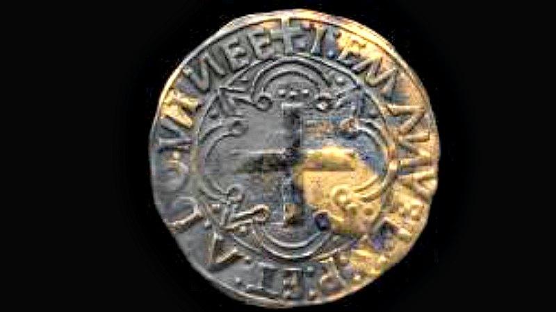 Imagen de un cruzado de oro, moneda acuñada en Lisboa, Portugal, entre los años 1495 y 1501, y recuperada recientemente del barco naufragado hace más de 500 años frente a las costas de Omán. (Fotografía: esmeraldashipwreck.com/La Gran Época)