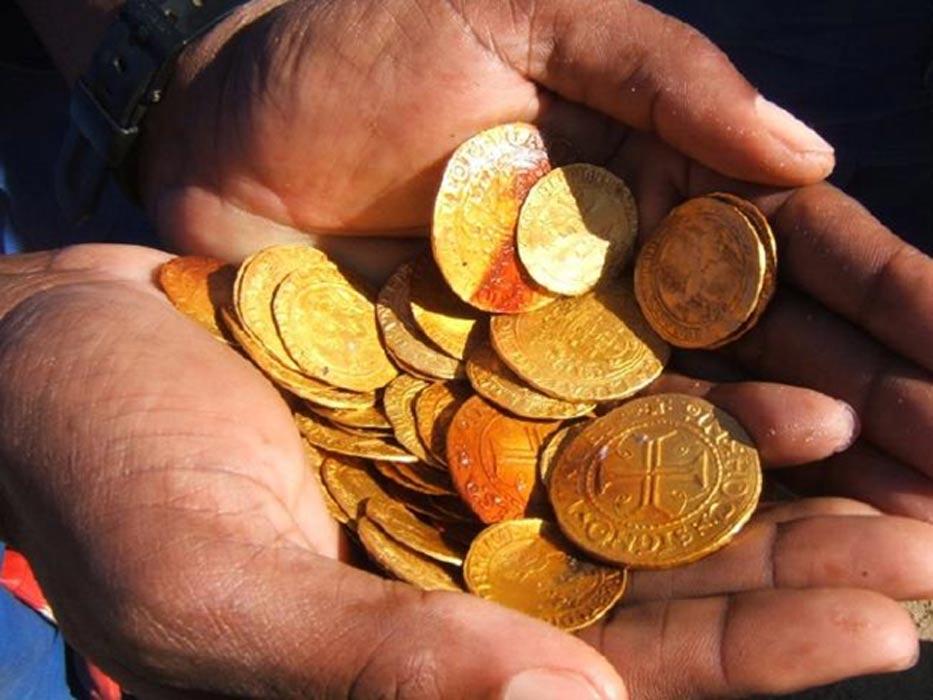 Monedas de oro descubiertas entre los restos del 'Bom Jesus'. (Dieter Noli)