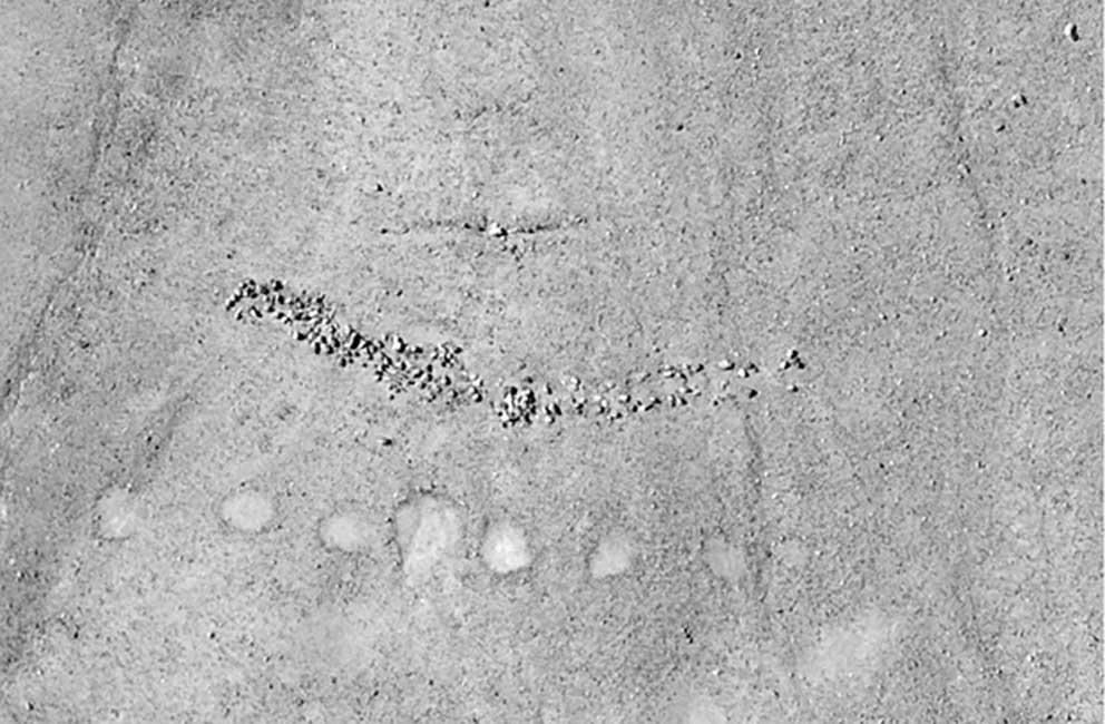 Antiguos montículos de piedras y círculos trazados sobre el terreno hallados en Quilcapampa, Perú (Fotografía: Justin Jennings)