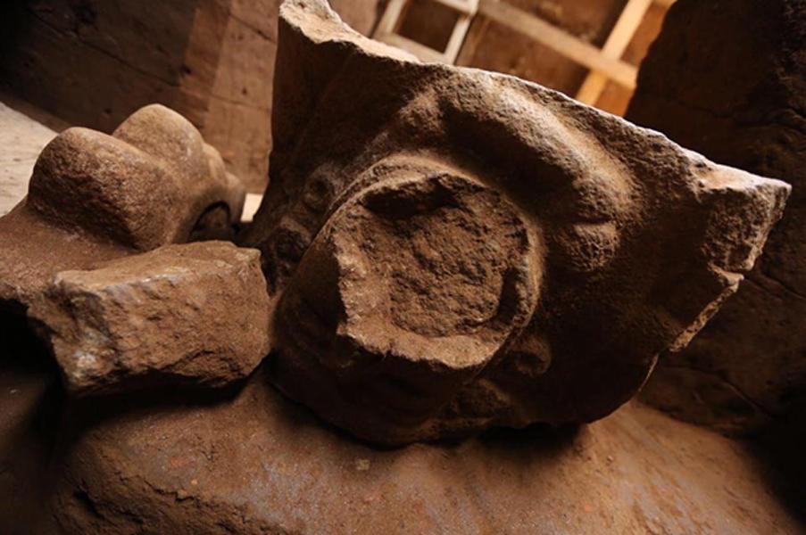 Los investigadores creen que los dos monumentos representan el mito de 'El descenso del abuelo' (Imagen: Ministerio de Cultura y Deporte de Guatemala)