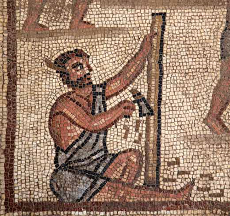 Obrero tallando madera en el panel de la Torre de Babel, descubierto en el año 2017. (Autoridad de Antigüedades de Israel)