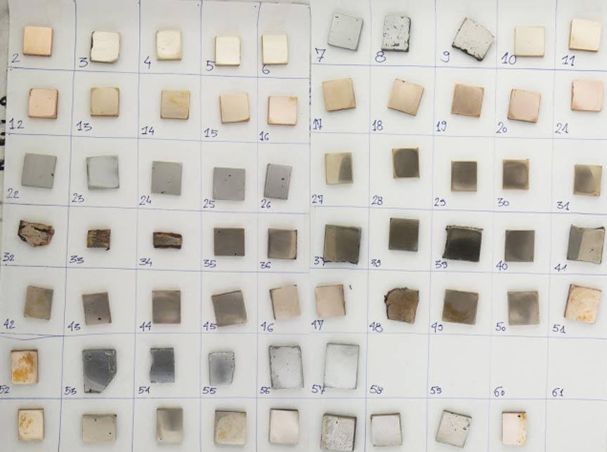 64 muestras de metales creadas a propósito para el estudio, obtenidas utilizando composiciones variables de cobre, estaño y arsénico. (Imagen: M. Radivojevic)