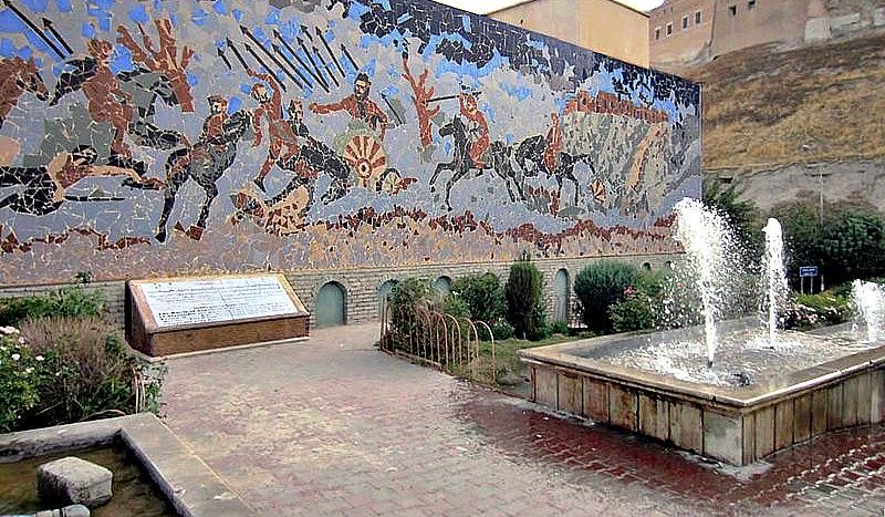 En este mural de la ciudadela de Erbil se observa a Alejandro Magno derrotando a Darío III en la batalla de Arbela (Erbil) en el año 331 a. C. (David Stanley/CC BY-SA 2.0)