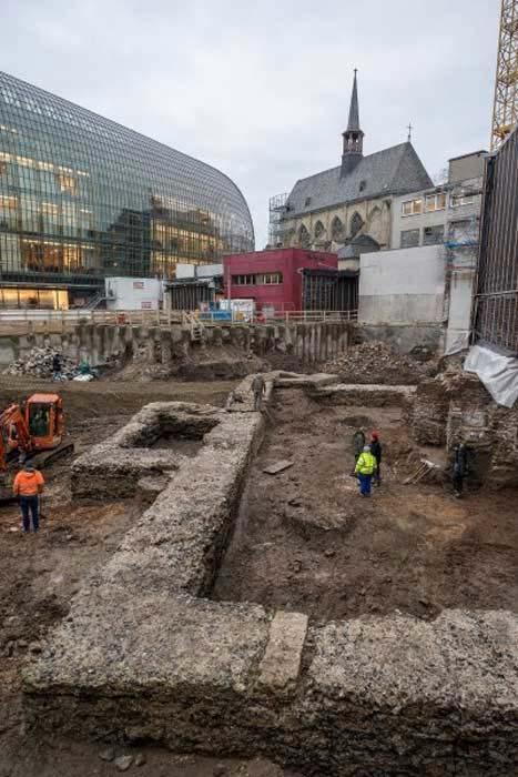 Los muros de la antigua biblioteca romana se integrarán en el centro comunitario de la Iglesia protestante que será construido en el lugar, donde los visitantes podrán contemplarlos. (Hi-flyFoto / Museo romano-germánico de Colonia)