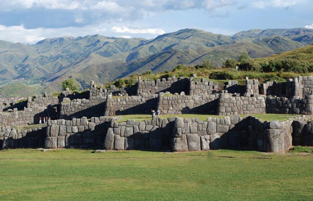 Los muros poligonales del templo peruano de Saqsaywaman