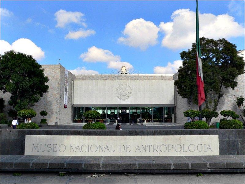 Fachada y entrada principal del Museo Nacional de Antropología de México. (kornemuz/Public Domain)