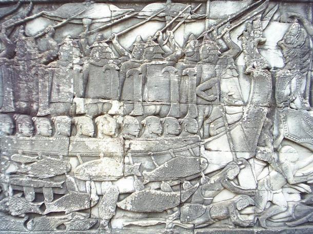 Batalla naval en la que podemos ver a guerreros Champa sobre el barco derrotando a combatientes Khmer, en el agua. Bajorrelieve de Bayón, Angkor, Camboya (Wikimedia Commons)