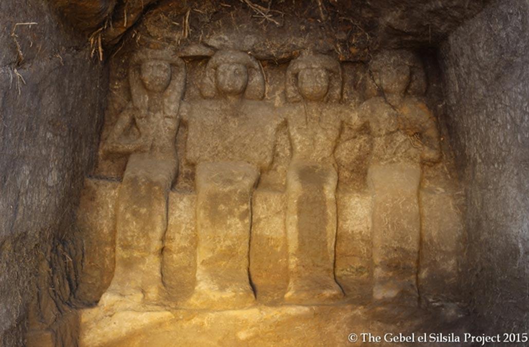 Relieve de Neferkhewe y su familia en uno de los santuarios (Fotografía: Gebel el Silsila Project)