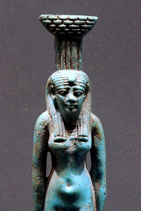 Neftis, Museo del Louvre, París, Francia. (CC BY-SA 2.0 fr)