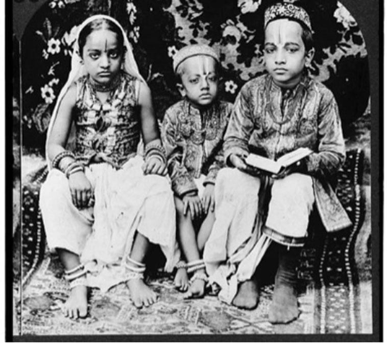 Estereografía de 1922: niños indios de una alta casta. Bombay, India. (Dominio público)