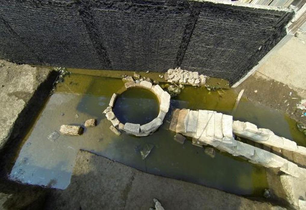 Los arqueólogos creen que el nilómetro podría haber formado parte de un complejo de templos construido a orillas del Nilo, que habría cambiado su curso con el paso del tiempo. Fotografía: Jay Silverstein, Tell Timai Project.