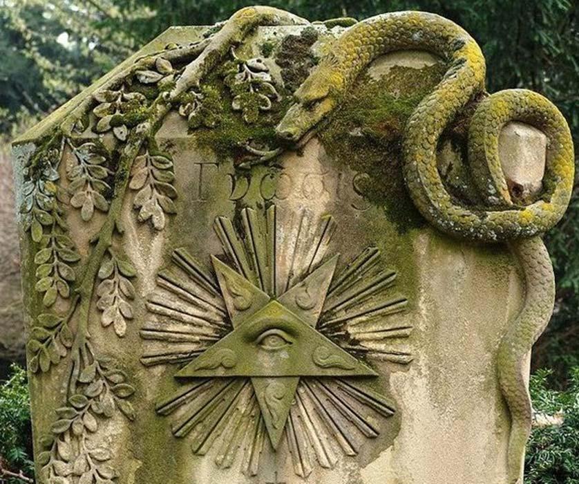 La nueva estrella acabó siendo representada como un ojo, que podemos observar aquí junto con la serpiente que simboliza a la constelación de Ofiuco en la que apareció. (Public Domain)