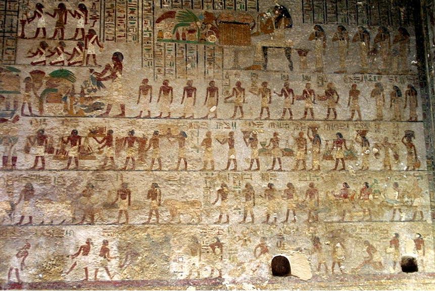 La numerosa familia de Khnumhotep. La mujer que aparece sentada arriba en el centro es su esposa Khety. (Kurohito/CC BY SA 3.0)
