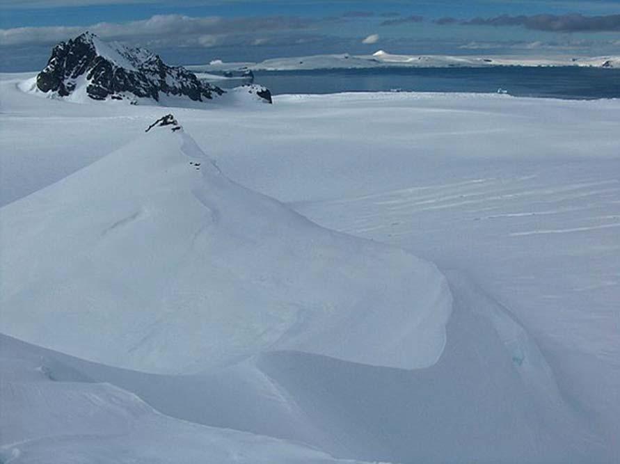 El nunatak Aheloy, una formación geológica natural de la Antártida (Public Domain)