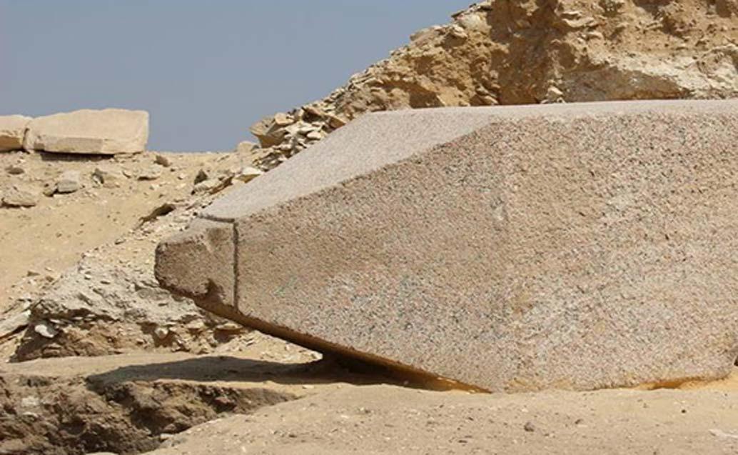 El obelisco recientemente descubierto en El Cairo, dedicado a una reina del Imperio antiguo. Fotografía: Ministerio de Antigüedades de Egipto