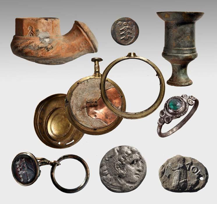 Algunos de los objetos hallados entre los restos del Mentor, el barco de Lord Elgin que se hundió junto a la isla griega de Citera cuando transportaba los mármoles del Partenón desde El Pireo hasta Londres en el año 1802. (Petros Vezyrtzi)